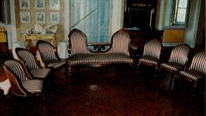 Mobile in vendita divano e sedie